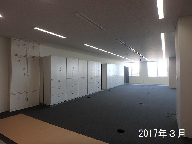 屋上からの光を受ける開放的な空間~北広島市新庁舎建設工事~